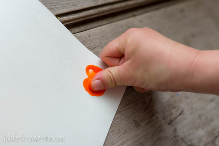 """Sending a Little Love"" Card: Making Thumbprint Heart"