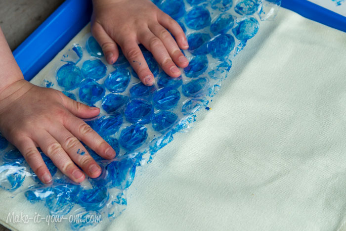 Applying Bubble Wrap Beach Bag make-it-your-own.com