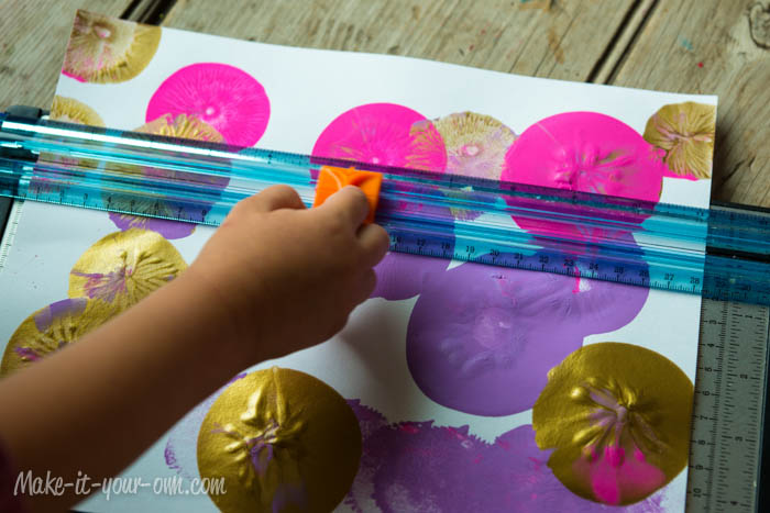 Back to School: Personalizing a Bookmark with Balloon Painting at make-it-your-own.com (Art, craft and activities for children)