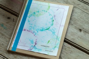 Back to School: Personalize your Notebook with Bubble Painting from make-it-your-own.com (Art, crafts and activities for kids)