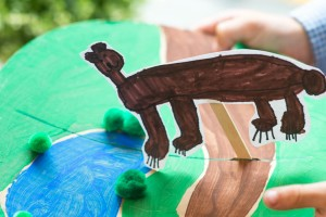 Moveable Scene (perfect for creating an animal habitat!) from make-it-your-own.com (Art, crafts and activities for kids)