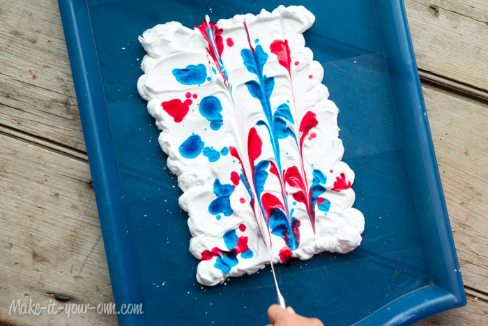 Back to School: Personalize your Notebook with Marbling from make-it-your-own.com (Art, crafts and activities for kids)