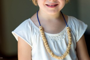 Road Trip Idea: Snack Necklace from make-it-your-own.com