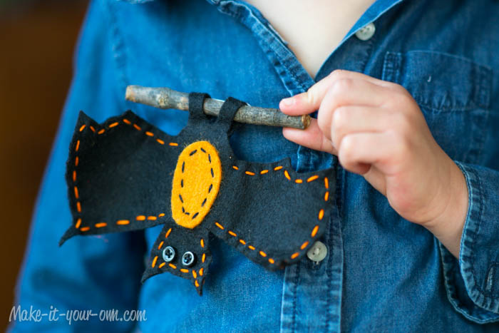 Halloween: Bat Pin from make-it-your-own.com (Art, crafts & activities for kids)