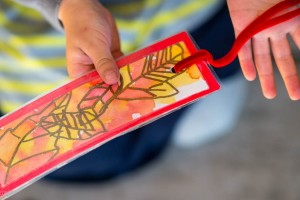 Fall Fun: Traced Leaf Bookmark from make-it-your-own.com (Art, crafts & activities for kids)