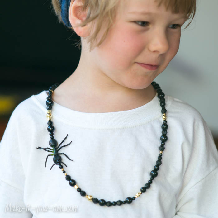 Halloween: Spooky Necklace from make-it-your-own.com (Art, crafts & activities for kids)