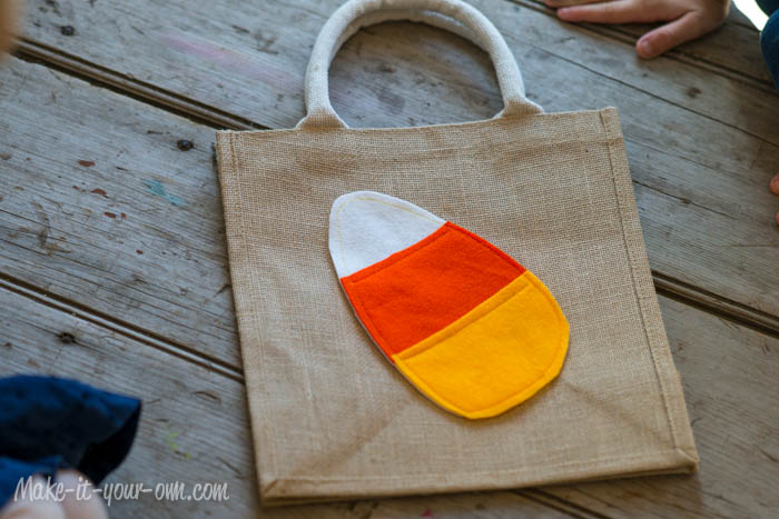 Halloween: Quick Candy Corn Bag from make-it-your-own.com (Art, crafts & activities for kids)