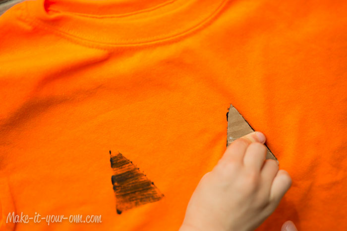 Halloween:  Cardboard Stamped T-shirts and Bags from make-it-your-own.com (Art, crafts & activities for kids)