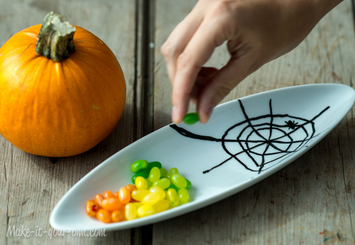 Halloween: Up-cycling- Spider Web Dish from make-it-your-own.com (Art, crafts & activities for kids)