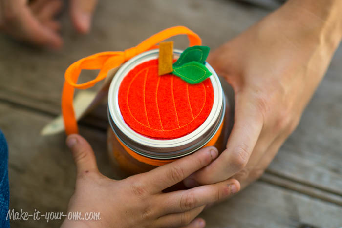 Fall Fun:  Pumpkin Pie Playdough & Gift Jar from make-it-your-own.com (Art, crafts and activities for kids)