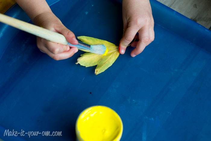 Fall Fun:  Making a Tea Towel with Leaves from make-it-your-own.com (Arts, crafts and activities for kids)
