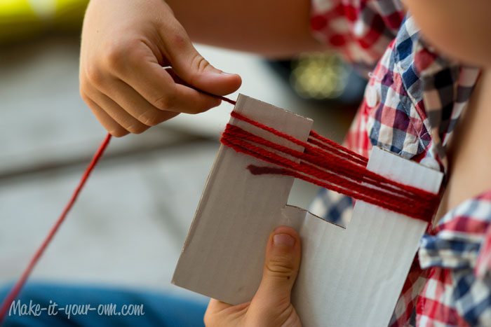 Fall Fun: Traced Leaves- Napkin Ties from make-it-your-own.com (Arts, crafts and activities for kids)