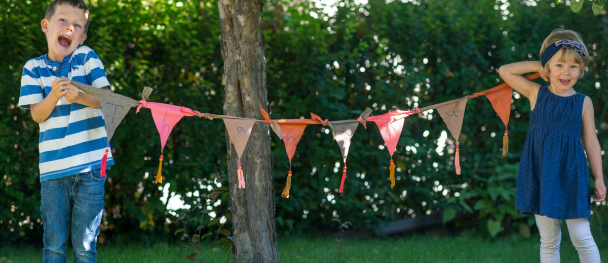 Fall Fun: Thanksgiving Banner from make-it-your-own.com (Arts, crafts & activities for kids)