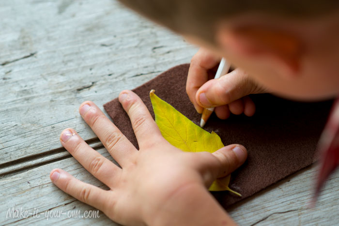 Fall Fun: Traced Leaves- Wall Hanging from make-it-your-own.com (Art, crafts and activities for kids)