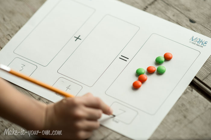 Halloween Candy Math from make-it-your-own.com (Art, crafts & activities for kids)