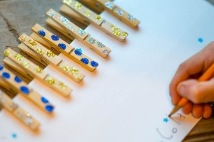 Starry Nights Clothes Pins from make-it-your-own.com (Art, crafts & activities for kids)
