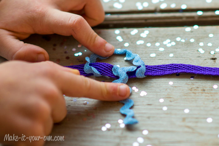 Ribbon Necklace from make-it-your-own.com (Art, crafts & activities for kids)