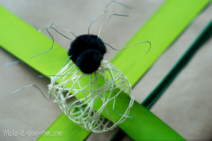 Spider & Egg Sac Present Topper from make-it-your-own.com (Art, crafts & activities for kids)