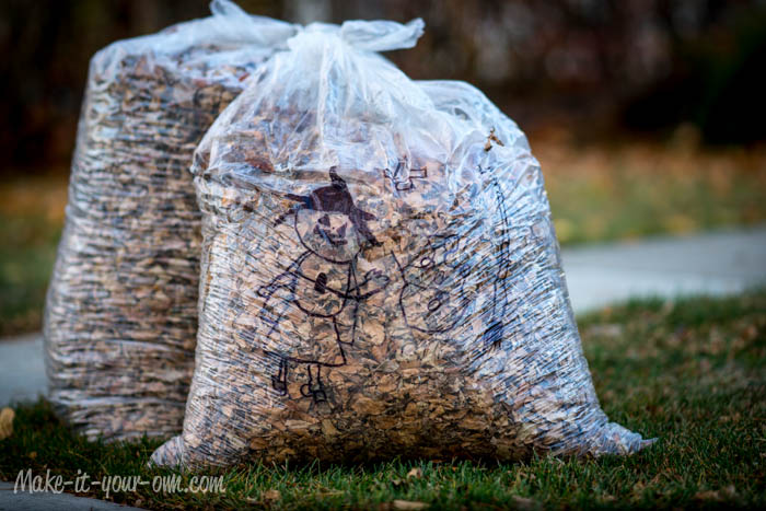 Make your own Halloween lawn bags from make-it-your-own.com (Art, crafts & activities for kids)
