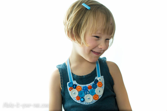 Button Bib Necklace from make-it-your-own.com (Art, crafts & activities for kids)