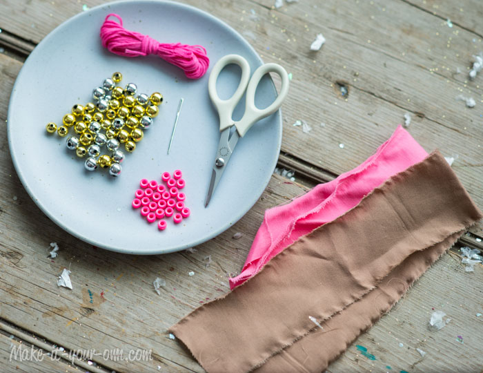 Fabric Strip  Garland from make-it-your-own.com (Art, crafts & activities for kids)
