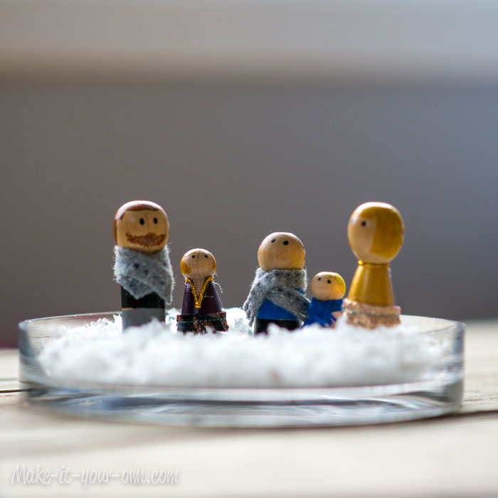 Peg Doll Family Snow Globe from make-it-your-own.com (Art, crafts & activities for kids)
