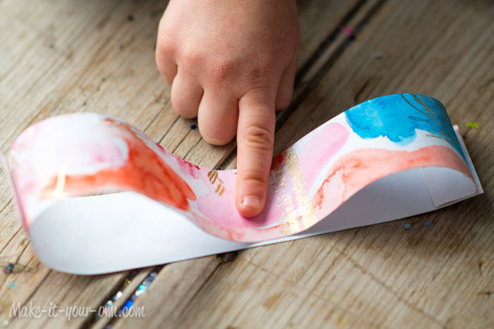 Child Artwork Bow from make-it-your-own.com (Art, crafts & activities for kids)
