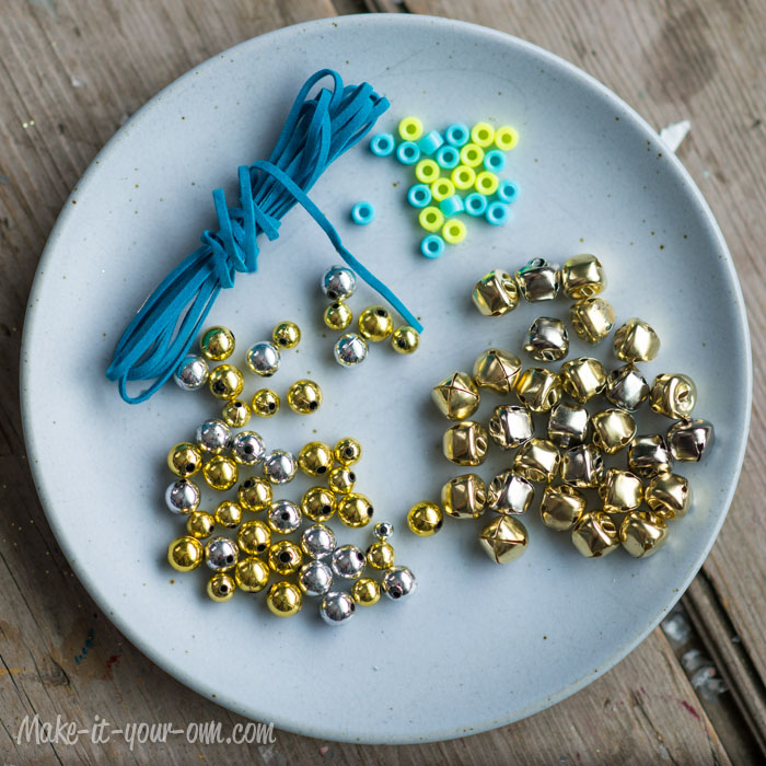 Simple Jingle Bell Garland from make-it-your-own.com (Art, crafts & activities for kids)