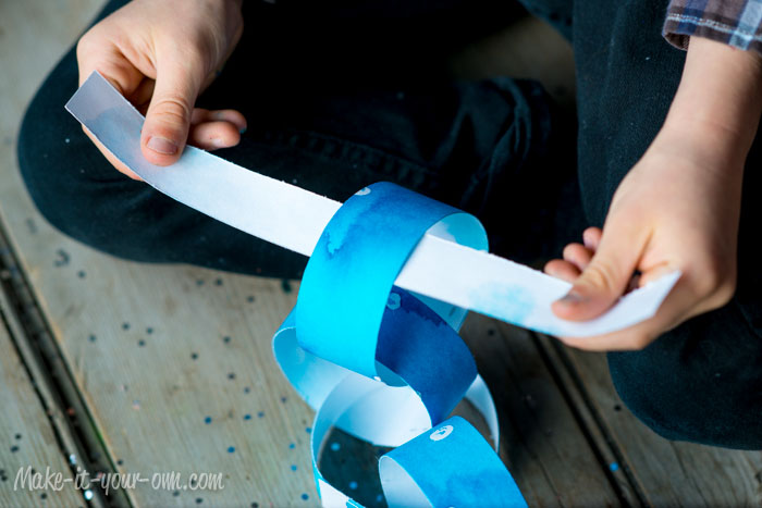 Watercolour Resist Paper Chain from make-it-your-own.com (Art, crafts & activities for kids)