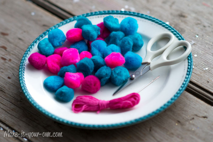 Simple Pom Pom Garland from make-it-your-own.com (Art, crafts & activities for kids)