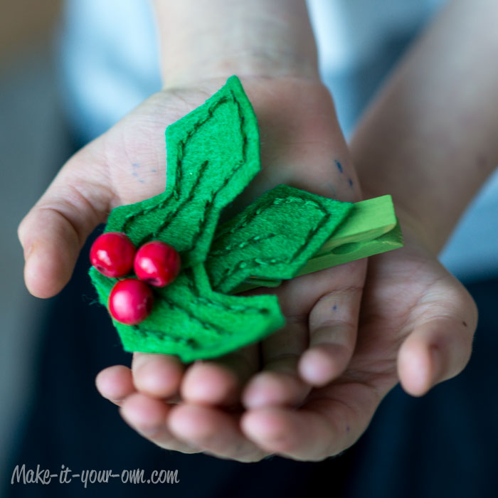Holly Clip from make-it-your-own.com (Art, crafts and activities for kids)