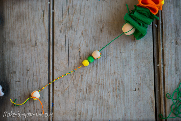 Felt Scrap Garland (a bit of an up-cycle!) from make-it-your-own.com (Art, crafts & activities for kids)