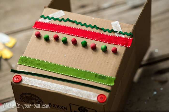 Cardboard Gingerbread House from make-it-your-own.com (Art, crafts and activities for kids)