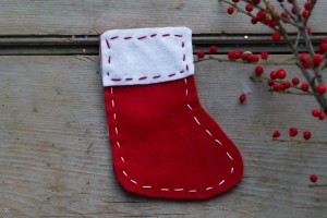 Homemade Holiday: Stocking Gift Holder from make-it-your-own.com (Crafts & Activities for Kids)