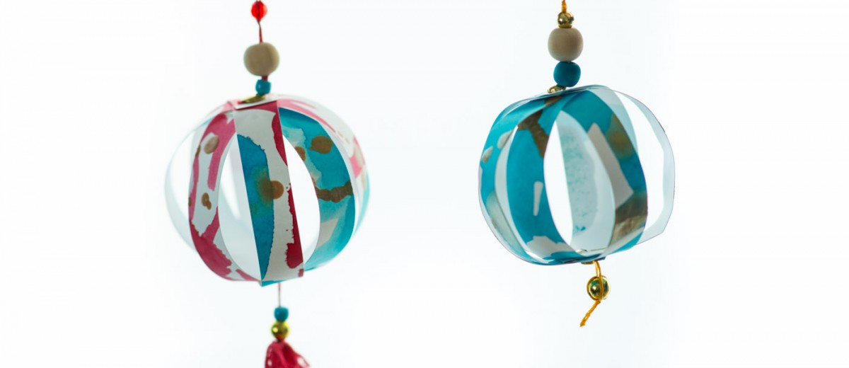 Decorating with Children's Artwork: Paper Strip Ornaments from make-it-your-own.com (Art, crafts and activities for kids)