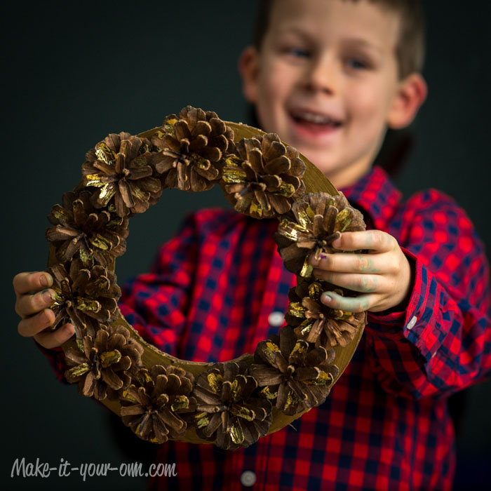 Pinecone Wreath from make-it-your-own.com (Art, crafts and activities for kids)