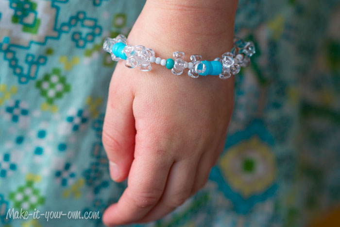 Snowy Bracelet from make-it-your-own.com (Art, crafts and activities for kids)