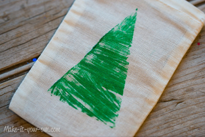 Cardboard Stamped Gift Bag from make-it-your-own.com (Art, crafts and activities for kids)