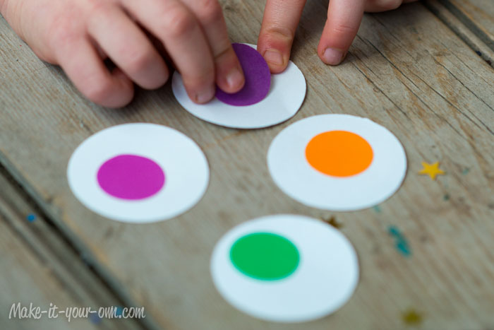 Decorating with Children's Artwork: Simple Garland from make-it-your-own.com (Art, crafts and activities for kids)