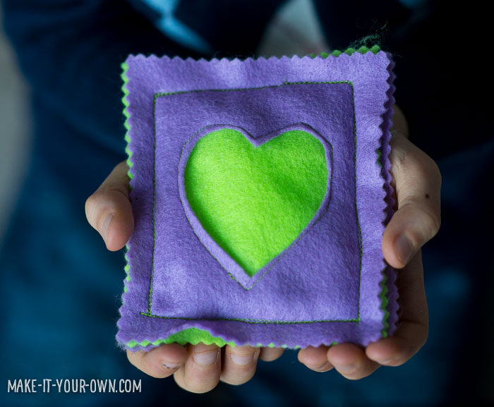 Peek-a-Boo Heart Bean Bags from make-it-your-own.com (Crafts & activities for kids)