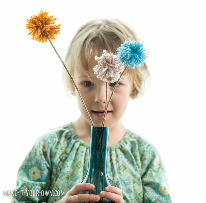 Valentine's Day: Pom Pom Flowers with make-it-your-own.com (Crafts & activities for kids)