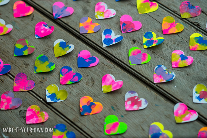 Painted Paper Heart Wreath from make-it-your-own.com (Crafts & activities for kids)