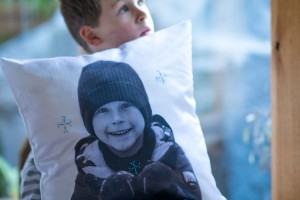 Catching Snowflakes Family Pillows from make-it-your-own.com (Crafts & activities for kids