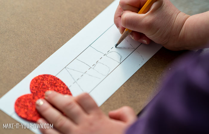 Pre-school & Kindergarten Valentine Idea from make-it-your-own.com (Crafts & Activities for Kids)
