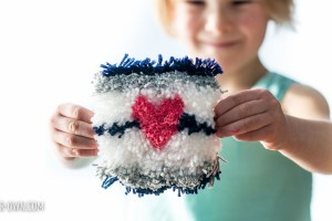 Valentine's Day Wall Hanging from make-it-your-own.com (Crafts & activities for kids)