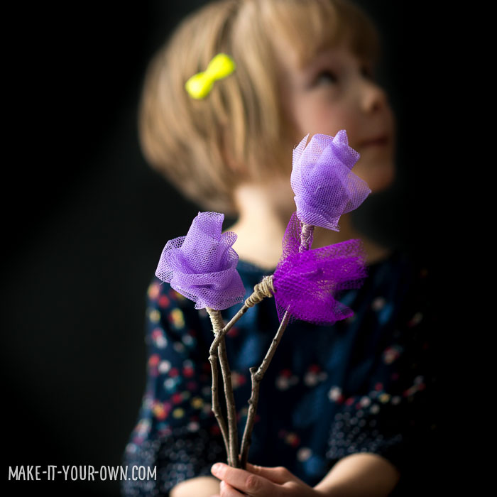Spring Tulle Flowers with make-it-your-own.com (Crafts and activities for kids)