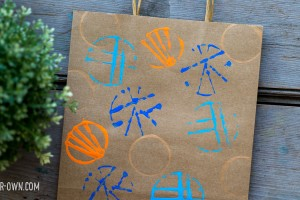 Painting with Elastics from make-it-your-own.com (Crafts and activities for kids)