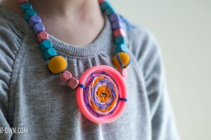 Recycled Lid Necklaces with make-it-your-own.com with Circle Weaving (Crafts & activities for kids)