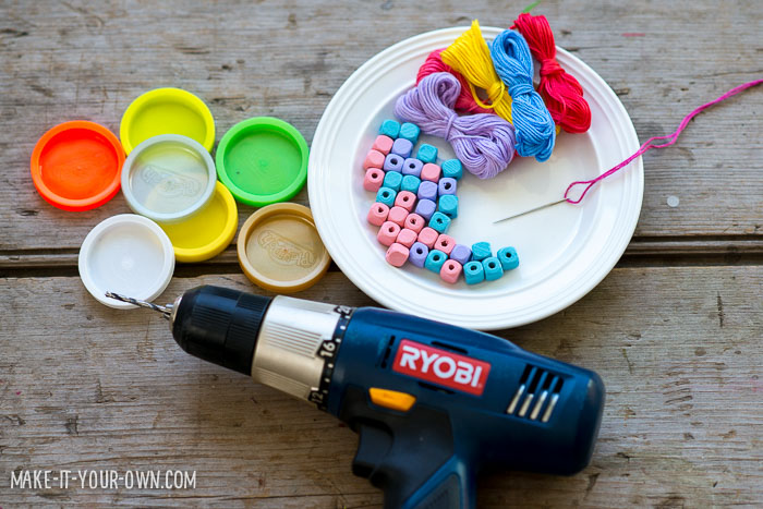 Recycled Lid Necklaces with make-it-your-own.com (Crafts & activities for kids)