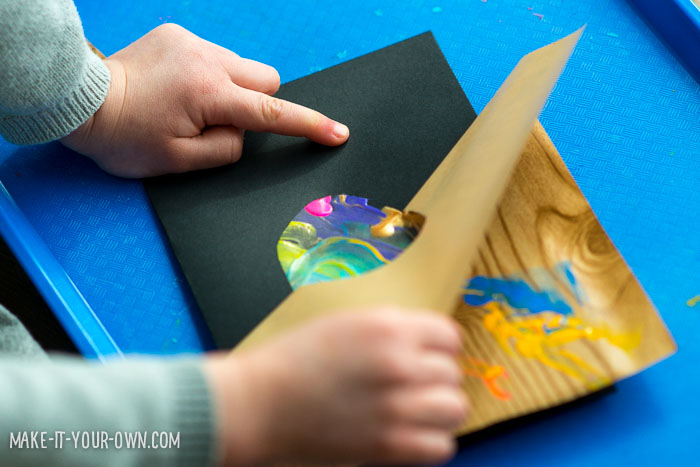 Finger Painting Easter Egg Card from make-it-your-own.com (Crafts & activities for kids)